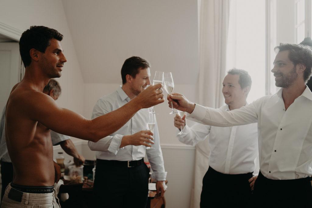 LaureneAndTheWolf chateau Bouffemont Paris 12 1024x683 - 10 idées pour des photos de mariage cool et stylées