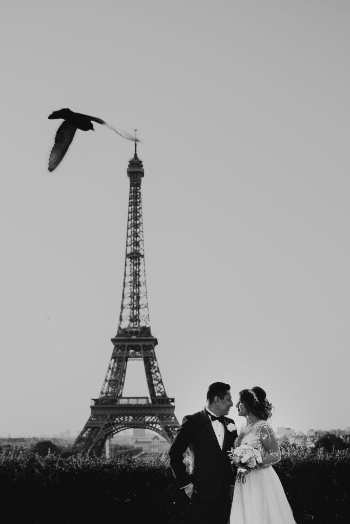 LaureneAndTheWolf montmartre tour eiffel Paris 4 1 683x1024 - Elopement à Paris - shooting Tour Eiffel, Montmartre, FR