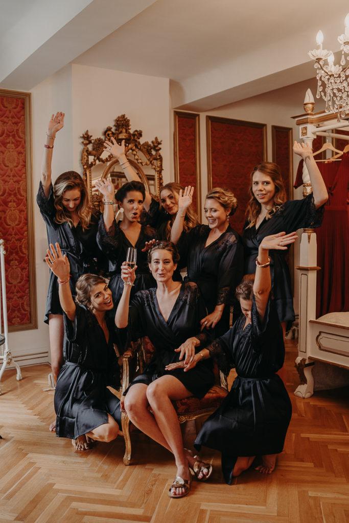 laurene and the wolf chateau robernier 52 683x1024 - 10 idées pour des photos de mariage cool et stylées