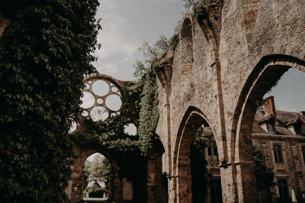 laurene and the wolf abbaye des vaux de cernay 27 1024x683 - Mariage à l'Abbaye des Vaux de Cernay : Alice et Simon
